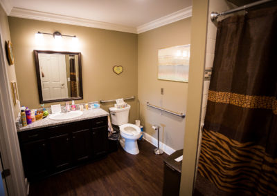 Lewis_Manor_Bathroom